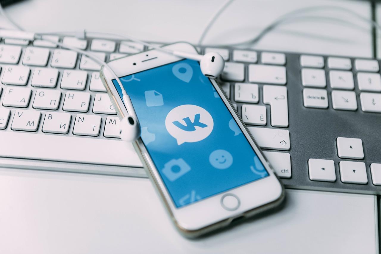 Как заработать в Вконтакте — 12 легальных схем заработка